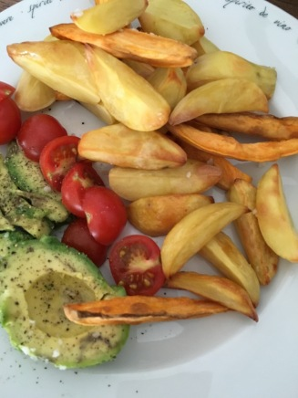 Potatoewedges mit Avocado & Tomate